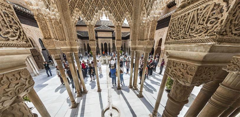 Pinche en la imagen para poder navegar libremente por ésta y otras panorámicas de 360º de la Alhambra y el Generalife.