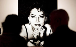 La imagen de la actriz junto a la Suite Presidencial y la terraza.