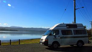 Recorriendo el R�o Tamar, Tasmania, en caravana.