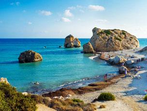 La playa de Petra tou Romiou, o el lugar chipriota de donde emergi� la diosa Afrodita. | Fotograf�as: Shutterstock