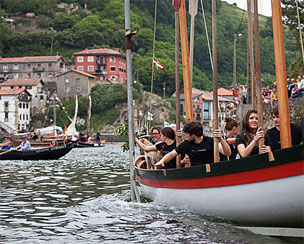 Escuela de navegaci�n en la Factor�a Mar�tima Vasca. | Fotos: Mendi Urruzuno.
