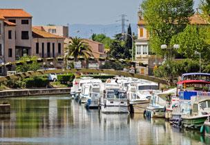 El Canal de la Robine del r�o Aude a su paso por la ciudad de Narbona.