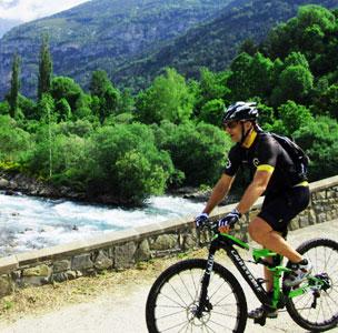 Puente sobre el r�o ara, aqu� el pedaleo es sencillo y apacible.