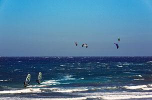 Varias instant�neas del pueblo de El M�dano relacionadas siempre con el mar y los deportes acu�ticos como el windsurf y el kitesurf.