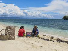 Playa de Pamilacán, una isla de coral y cvonchas marinas fosilizadas. Foto: Luis Gago.