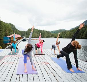 Yoga en el Nimmo Bay Wilderness Resort, Canadá.