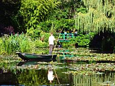 cualquiera que haya visto los cuadros ms famosos del claude monet sera capaz de reconocer estos jardines el famoso puente y el estanque